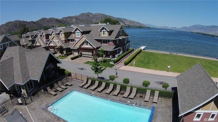 NEW Waterfront home on Lake Osoyoos! Sleeps 6