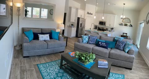 **$AVE Today**Home Sleeps 12 w/Private HotTub+Pool