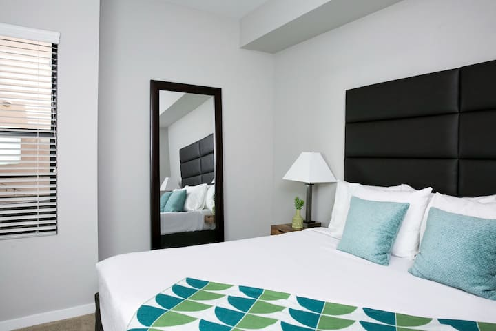 Gorgeous 1 Bedroom in RoRo