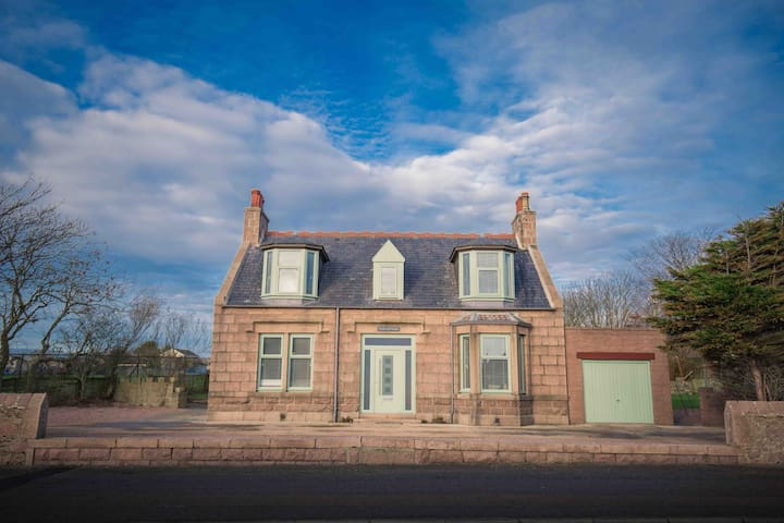 Stunning Scottish Cottage - sleeps 11 guests