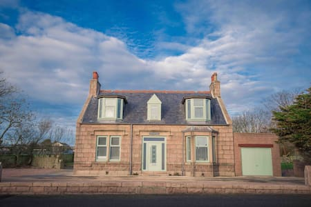 Stunning Scottish Cottage - sleeps 10 guests