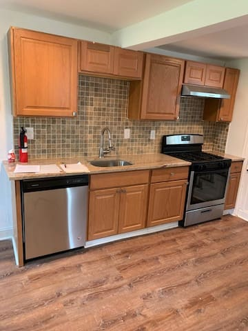 Newly renovated 1 block from beach 1BR apartment