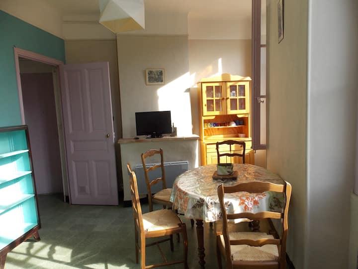Appartement entier en ville - proche Tour Magne