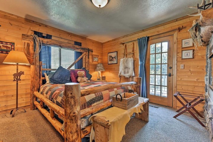 Log Cabin SPA Retreat w/FIREPLACE SAUNA JETTED TUB