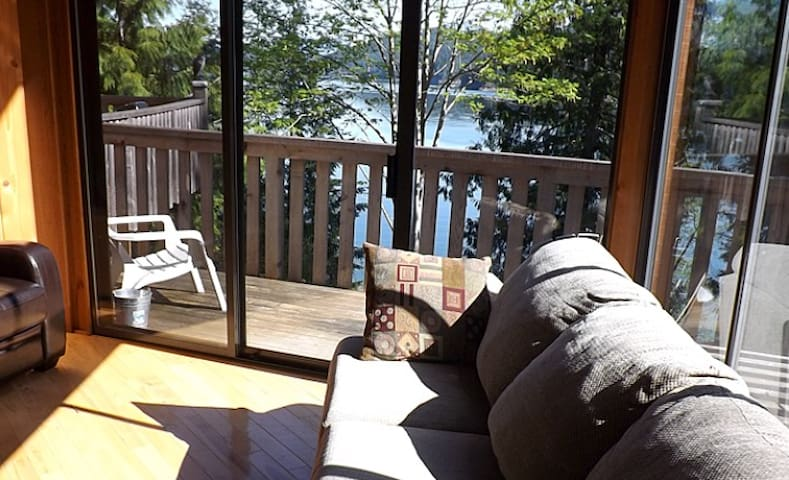 Stunning 2BR Sea View Cabin with Patio and BBQ