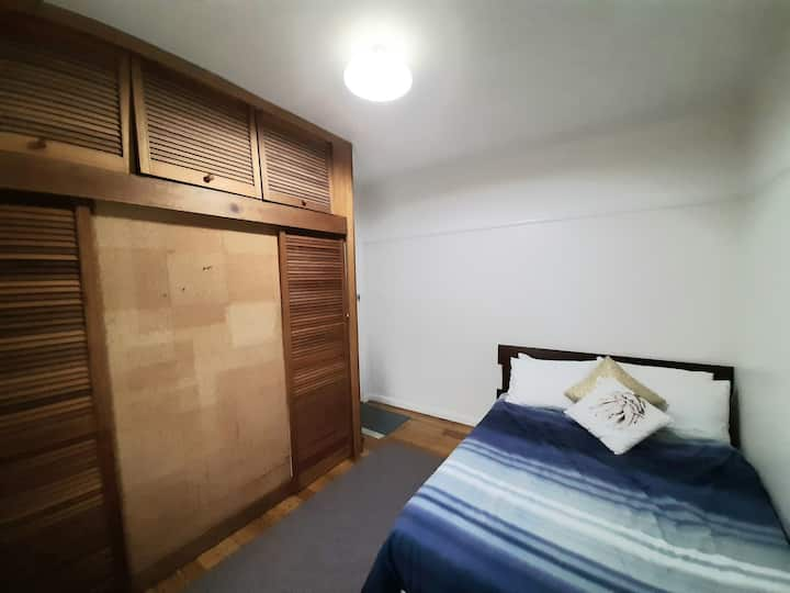 Spacious, large room. Close to transport & Unis