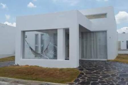 Alquilo Villa de playa en Rio Hato - Rio Hato