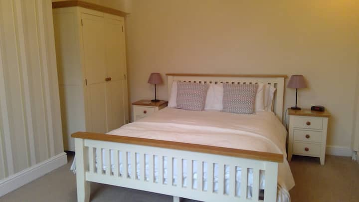 Halfway House B&B - King en-suite, licensed