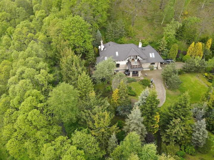 Villa on the Mountain's Riverside
