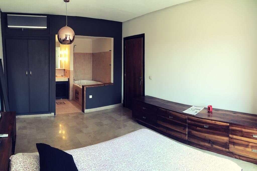 Suite avec Salle de Bain  / Suite with bathroom