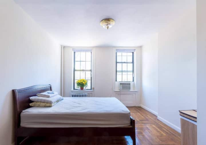 True Entire One Bedroom Apartment in Manhattan