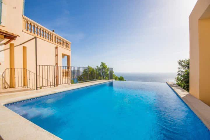 Villa mit spektakulärem Meerblick in Canyamel