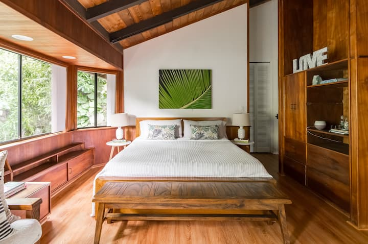 Spacious Tropical Master Guest Suite