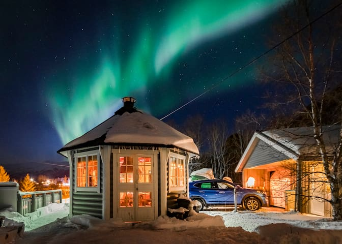 Myklebostad Aurora Lodge and arctic adventures