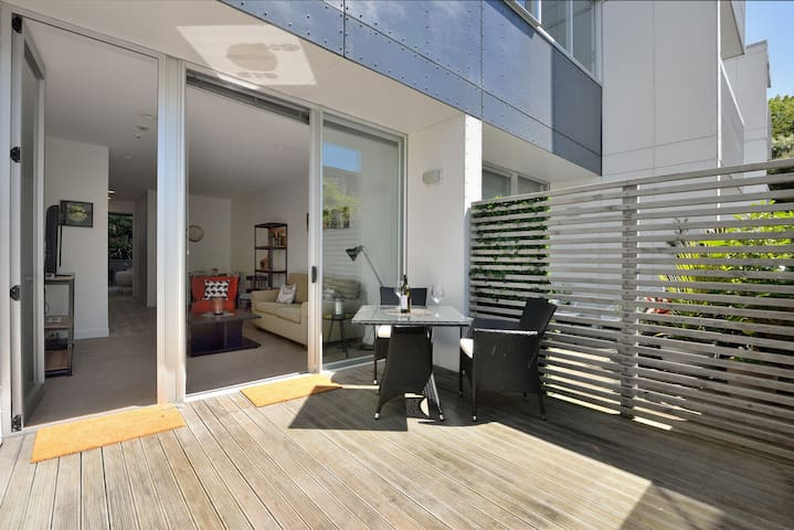 Location! Prestigious Central Auckland apartment - Auckland