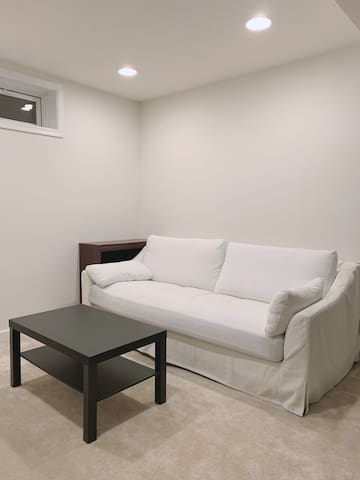Brand New Bedroom with a Private Entrance near BWI