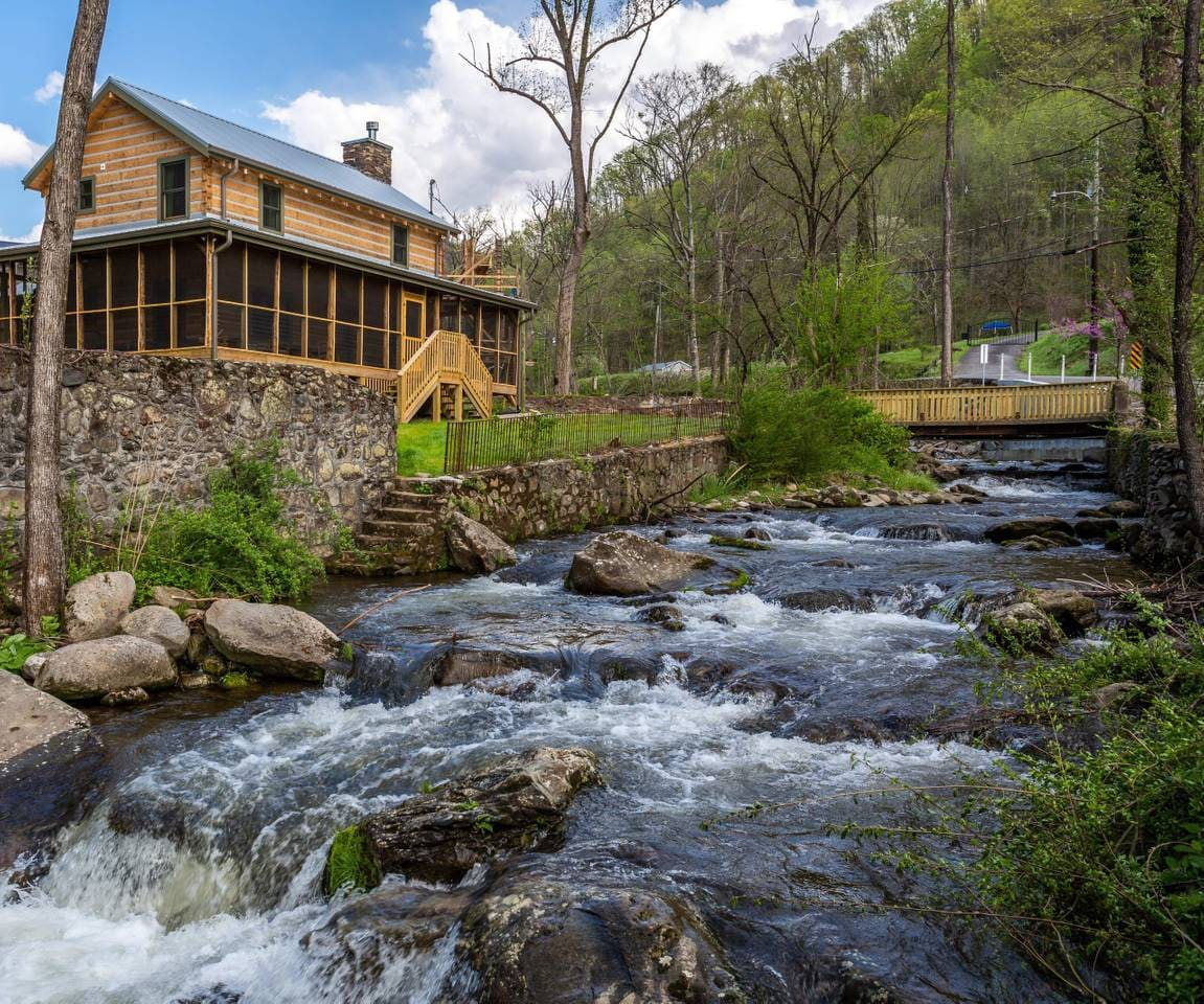 Incredible cabin located on the mighty Roaring Fork Stream!