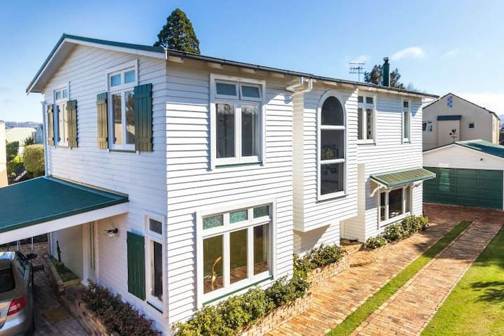 Quiet home 200m to lake, Queen Bed for 2 or 1