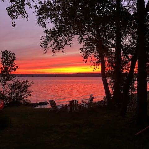 Chic & cozy cabin on Lake Bernard, w/sunset view