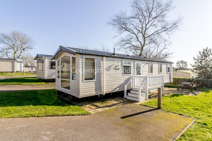 Luxury holiday home at Hopton Haven holiday park in Norfolk ref 80029M