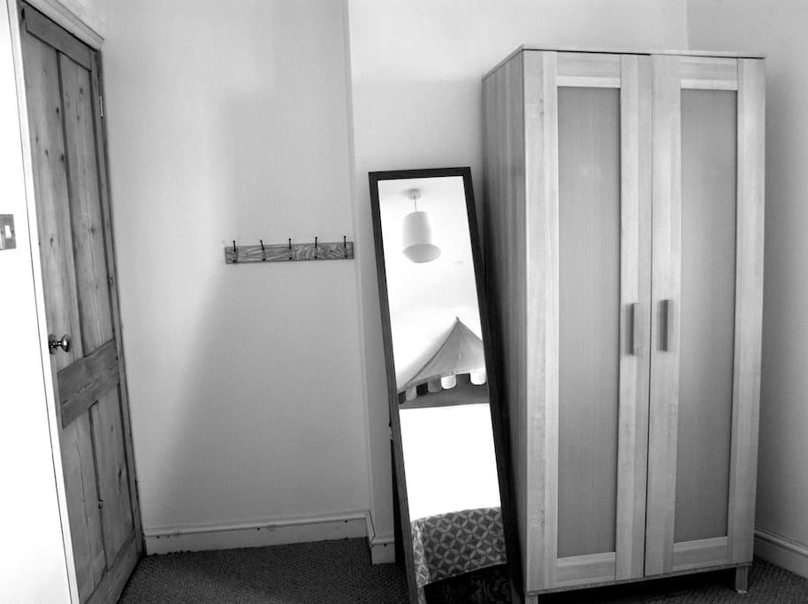 Cupboard, mirror and coatrack in the room