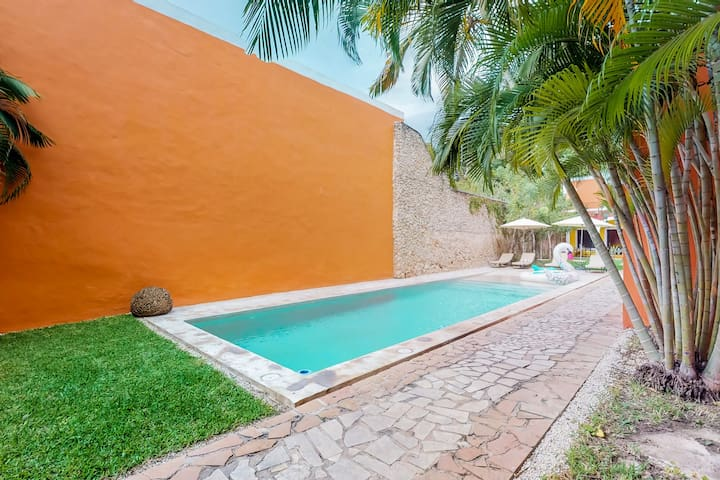 Couple's Villa located in the heart of Merida w/ shared pools and garden