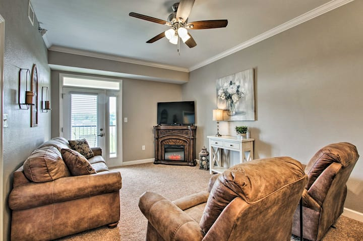 Sevierville Resort Condo w/ Balcony+Fireplace