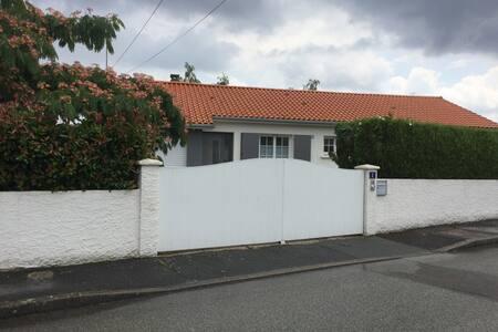 maison individuelle avec jardin clos