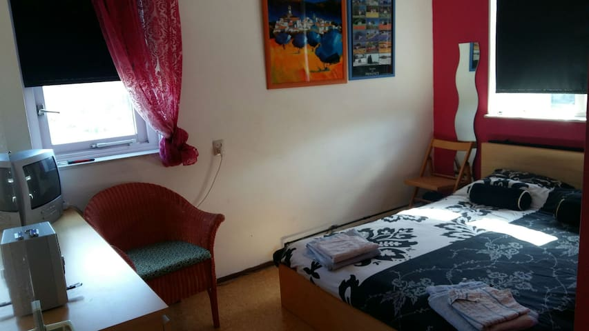 Comfortable room in family home - Hellevoetsluis - Huis