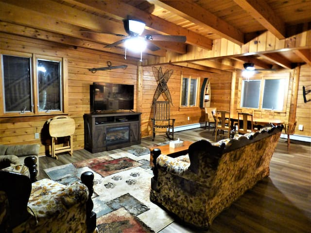 NEW LISTING SPECIAL:  Edie's Cabin