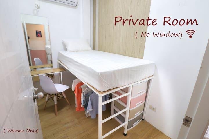 Private Female Room in Center (300m to Lumpini MRT