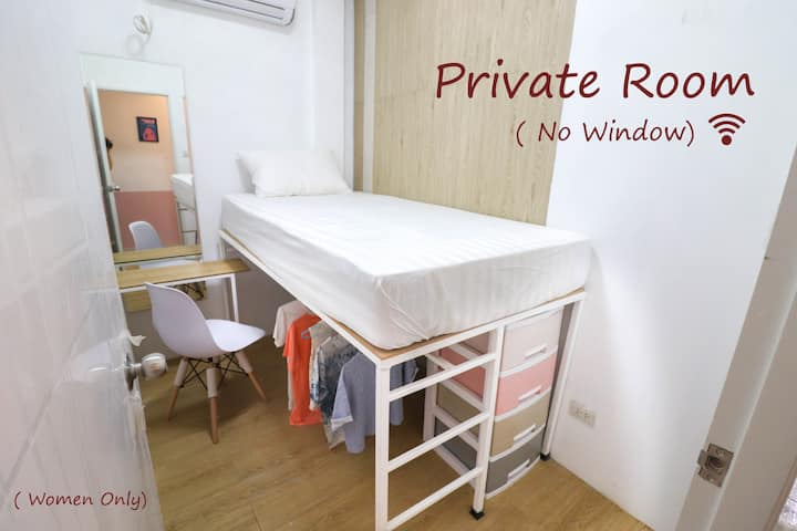 Private Female Room in Center (300m to Lumpini MRT