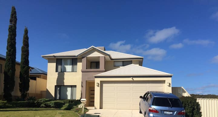 Double Story Mandurah Beach House- 10 Guests