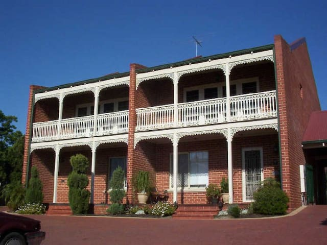 Perth's Secret Serene Victorian Getaway - Room A