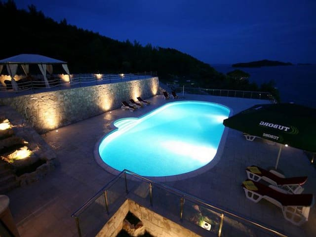 Fantastic seafront property 7BD/5BH - 14 GUESTS - Dubrovnik - House