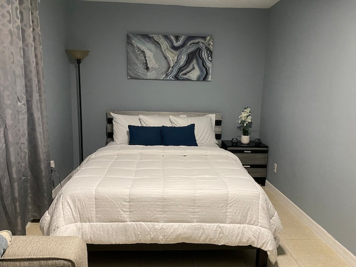 Cozy studio near Tampa international  Airport