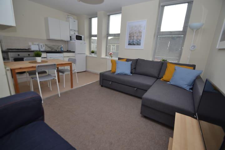 Convenient apartment near shops and restaurants