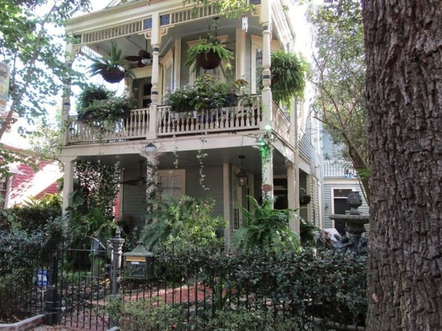 FRONT VIEW OF THE NAWLINS RETREAT
