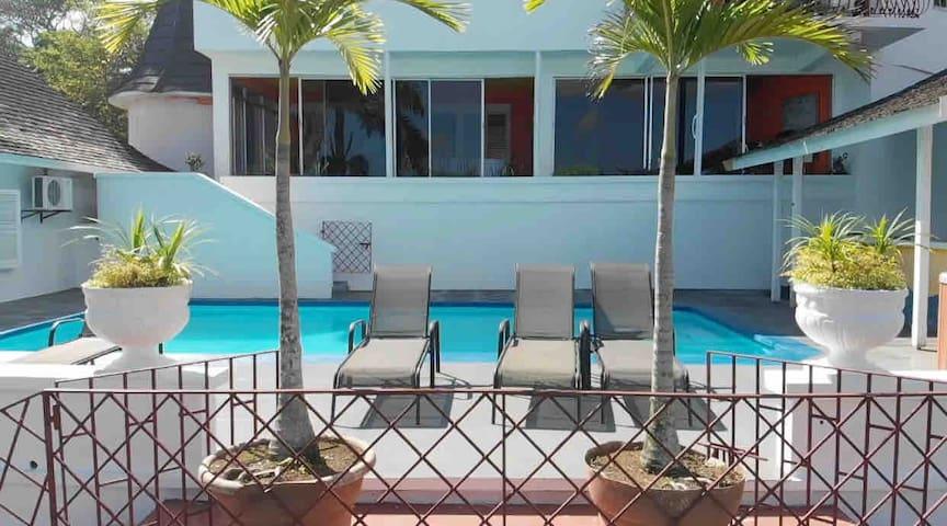 Villa Monzon Private 4 acre Estate w/Butler & Maid