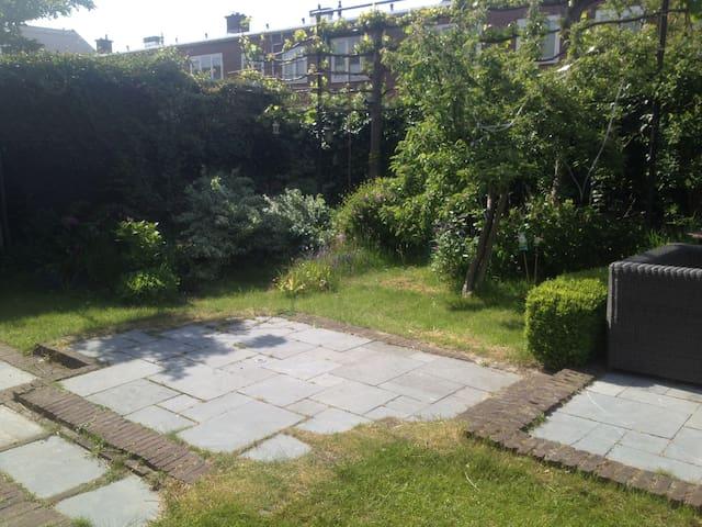 Spacious family house + garden, garage and bikes - Delft - House