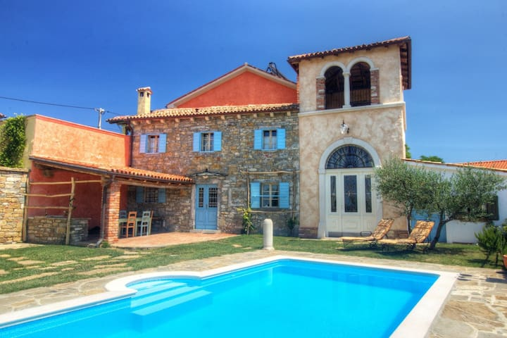 Authentic villa with shared swimming pool and magnificent views from the watchtower