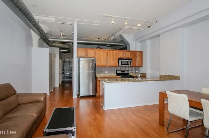 Chicago Lofty Style Living - easy access to Midway