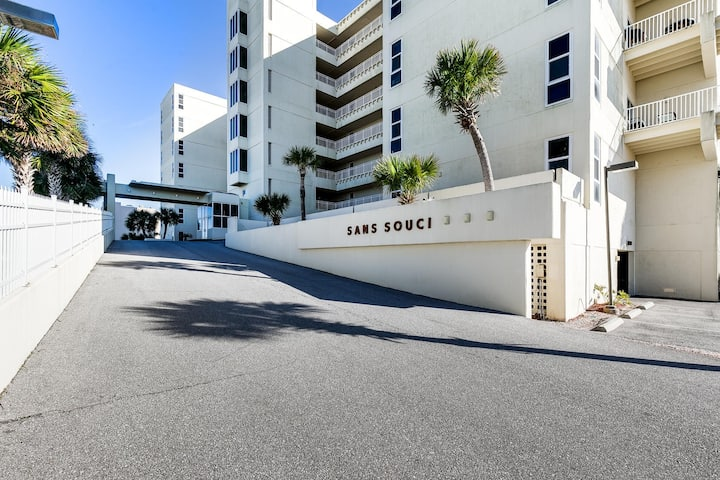 407 - Newly Renovate Beachfront Beauty by Gulf Life