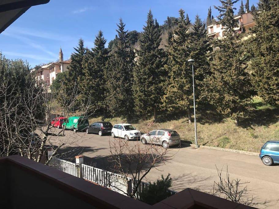 Veduta dal terrazzo della cucina, il centro storico di Laterina è subito sopra.