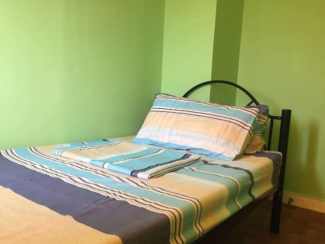 Room for rent @ Victoria de Manila w/aircon.