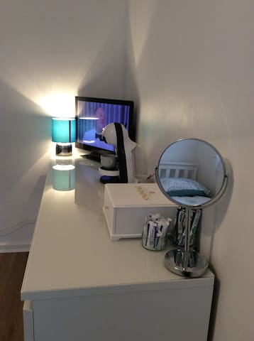 Comfy, Clean Room For 1, Central London(FREE WIFI) - London - Leilighet