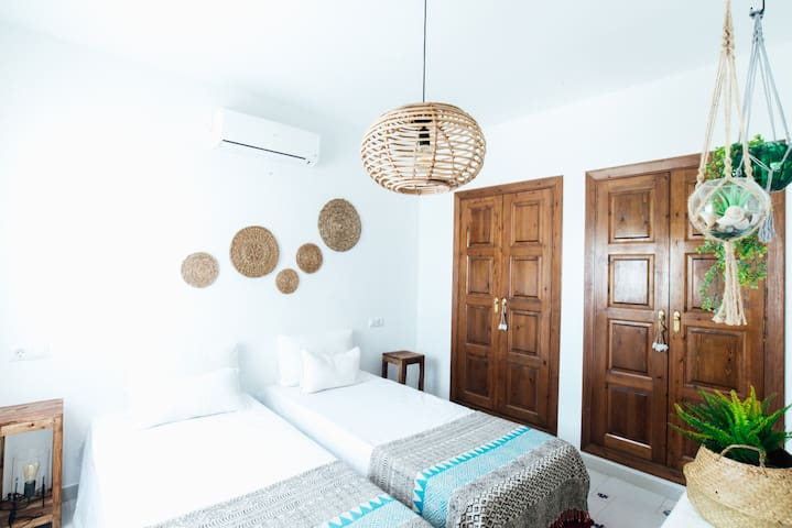 Bedroom 2 (upstairs)  2 x 90 cm