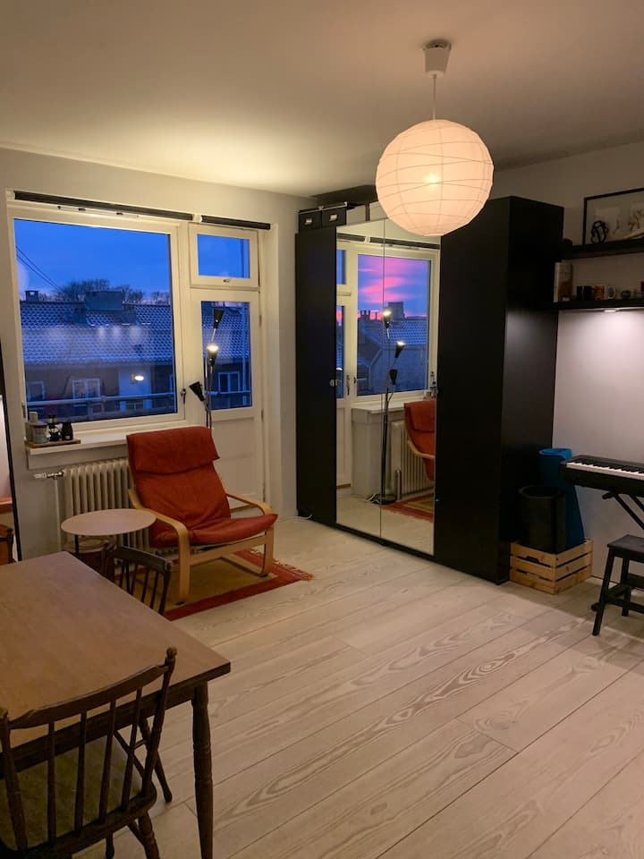 Quiet and nice apartment next to metro station