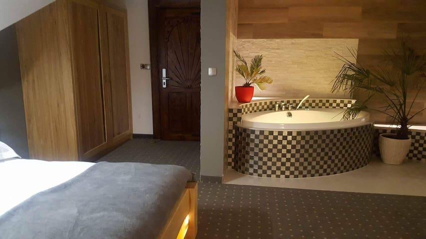 Apartament z kominkiem i Jacuzzi - Murzasichle - Daire