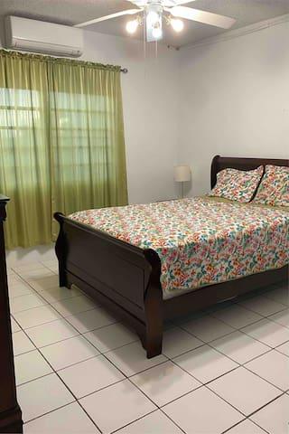 Bedroom 1/Queen Bed